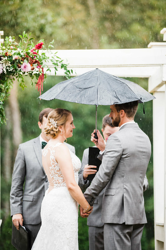 Sweet rainy ceremony photos, Atlanta